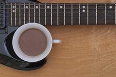 Guitares et café Images libres de droits