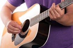 Guitariste acoustique électrique Photographie stock