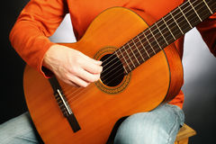 Guitariste acoustique de joueur de guitare Photo stock