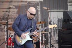 Guitariste Arsen Shomakov de bleus au festival de bleus à Portland, Orégon Photographie stock libre de droits