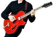Guitariste avec le plan rapproché de guitare électrique Photographie stock