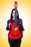 Guitariste de guitare acoustique jouant des groupes Photo stock