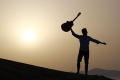 Guitariste joyeux Images stock