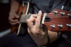 Guitariste Plays Photo libre de droits