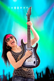 Guitariste Woman In Concert Images libres de droits