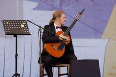 GuitaristRoman Zorkin â€' zwycięzca rosjanin i międzynarodowe konkurencje Zdjęcie Royalty Free
