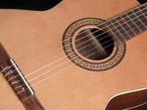 Guitarra acústica clásica/ Foto de archivo libre de regalías