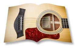 Guitarra ac?stica de madeira no photobook aberto isolado no fundo branco - eu sou o propriet?rio dos direitos de autor das imagen ilustração stock