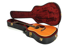 Guitarra acústica e caso Imagens de Stock Royalty Free