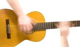 Guitarra acústica e mãos clássicas do músico Fotografia de Stock Royalty Free