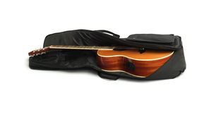 Guitarra acústica en Carry Bag negro Imagen de archivo