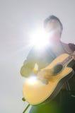 Guitarra acústica en la sensación. imagen de archivo libre de regalías