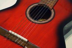 Guitarra acústica roja Fotografía de archivo