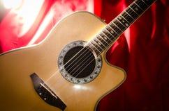 Guitarra acústica y luz Foto de archivo