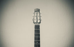 Guitarra aciganada velha fotografia de stock royalty free