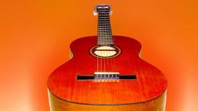 guitarra anaranjada Imagen de archivo libre de regalías