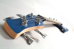 Guitarra azul fotografía de archivo libre de regalías