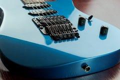 Guitarra azul usada cosechada Foto de archivo libre de regalías