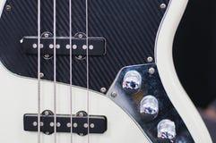 Guitarra-baixo preto e branco imagens de stock