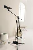 Guitarra blanca derecha Imágenes de archivo libres de regalías