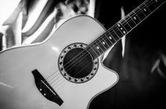 Guitarra blanco y negro Fotografía de archivo libre de regalías