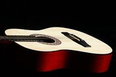 Guitarra clássica de encontro ao fundo preto Foto de Stock Royalty Free