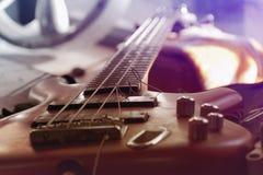 Guitarra com corda quebrada Imagens de Stock