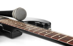 Guitarra con el micrófono Fotos de archivo libres de regalías