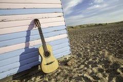 Guitarra de la choza de la playa Foto de archivo libre de regalías