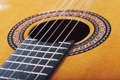 Guitarra de madeira acústica clássica Imagens de Stock Royalty Free