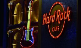 Guitarra de néon de Gorgeus, o Hard Rock Café em Universal Studios CityWalk em Orlando, Florida fotografia de stock