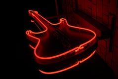 Guitarra de neón roja Imagen de archivo