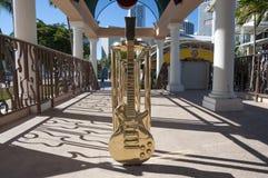 Guitarra de oro en Miami Imagen de archivo libre de regalías