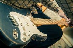 Guitarra de Restringing Fotografía de archivo libre de regalías