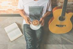 guitarra del café Fotografía de archivo