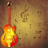 Guitarra del jazz en el fondo de papel con las notas de la música Imagenes de archivo