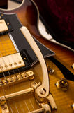 Guitarra dourada Imagens de Stock