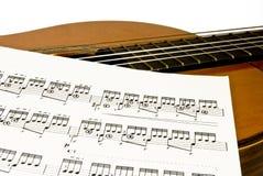 Guitarra e folha de música Imagem de Stock Royalty Free