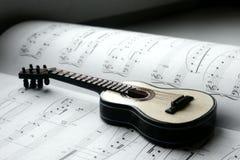 Guitarra e notas Fotografia de Stock