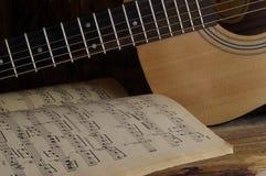 Guitarra e notas Foto de Stock Royalty Free