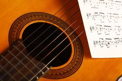 Guitarra e notas clássicas Foto de Stock Royalty Free