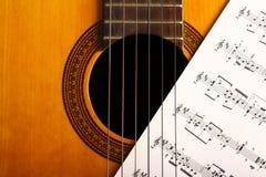 Guitarra e notas clássicas Imagem de Stock Royalty Free