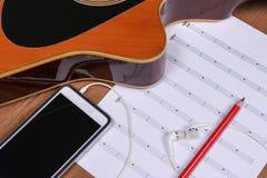 Guitarra e smartphone Fotografia de Stock