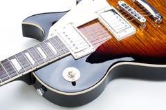 Guitarra eléctrica aislada en el fondo blanco Imagenes de archivo