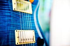 Guitarra eléctrica azul Imagen de archivo