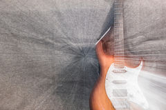 Guitarra eléctrica en el fondo gris Imagen de archivo