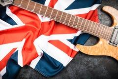 Guitarra eléctrica en fondo gris Imágenes de archivo libres de regalías
