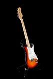 Guitarra eléctrica en fondo negro Imagen de archivo libre de regalías