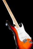 Guitarra eléctrica en fondo negro Foto de archivo