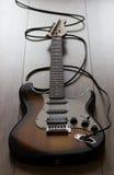Guitarra elétrica com cabo Fotos de Stock Royalty Free